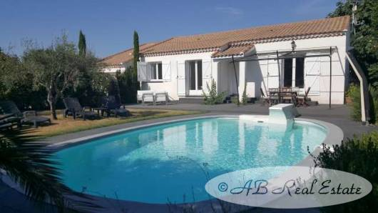 villa bungalow for sale in beziers area languedoc roussillon south of france. Black Bedroom Furniture Sets. Home Design Ideas